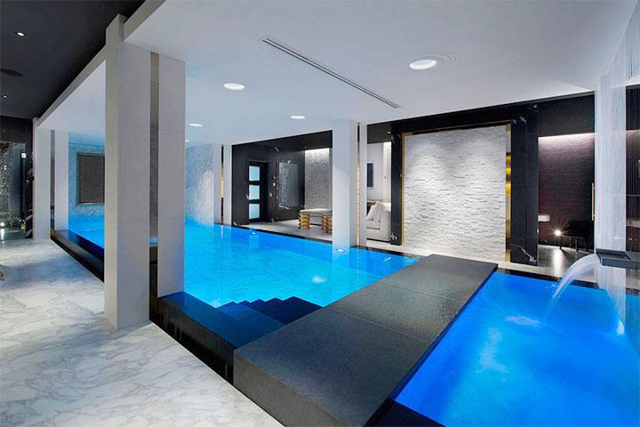 Интерьер бассейна в стиле хай-тек
