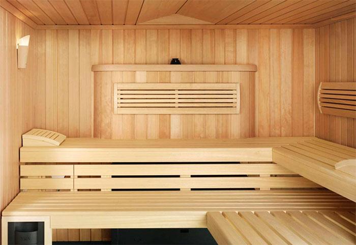 Деревянная парилка в бане