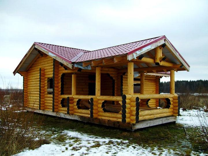 Одноэтажная баня из оцилиндрованного бревна