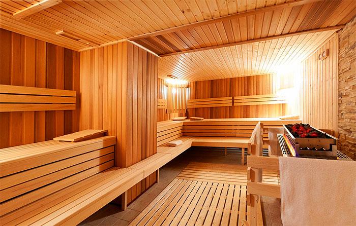 Использование кедра во внутренней отделке бани