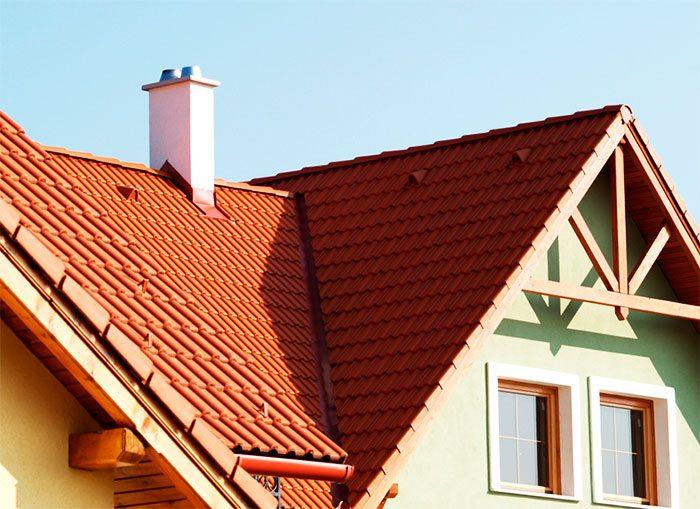 Частный дом с дымоходом из керамики