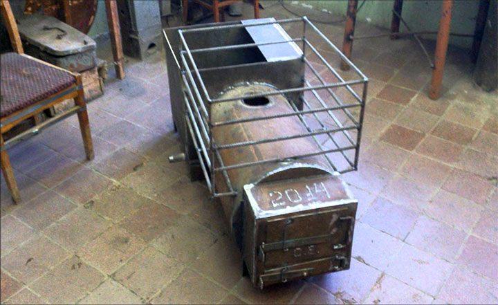 Печь для бани с местом под камни из арматуры