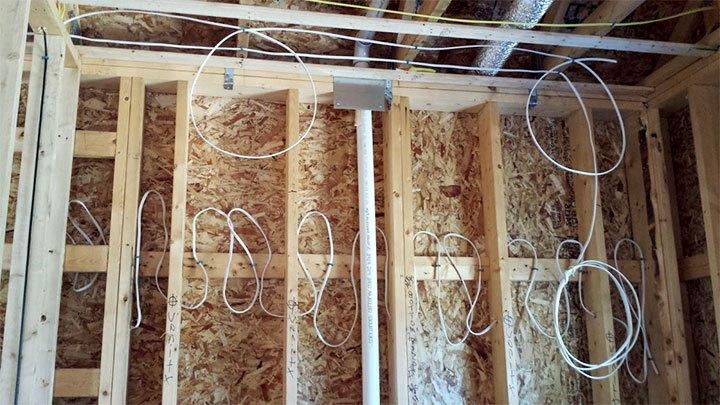 Укладка проводки в каркасной бане