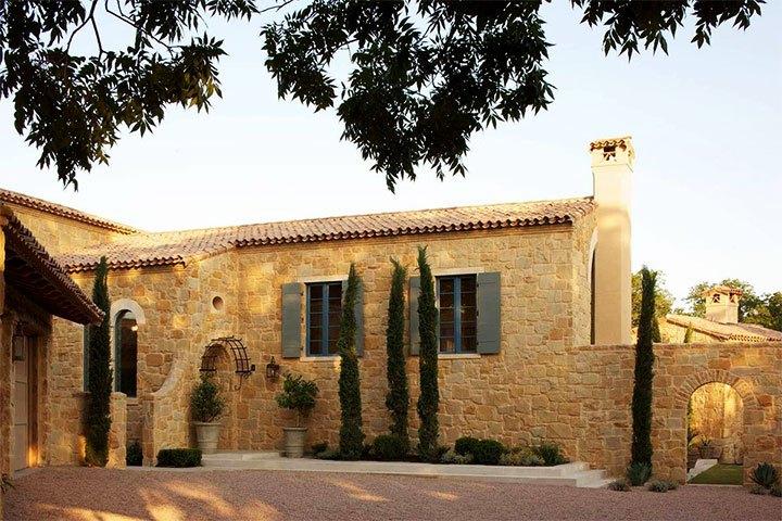 Фасад здания в прованском стиле