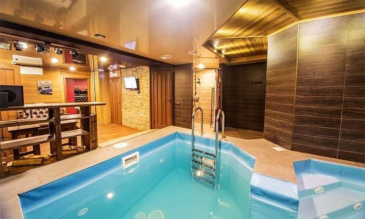 Баня с зоной отдыха и бассейном
