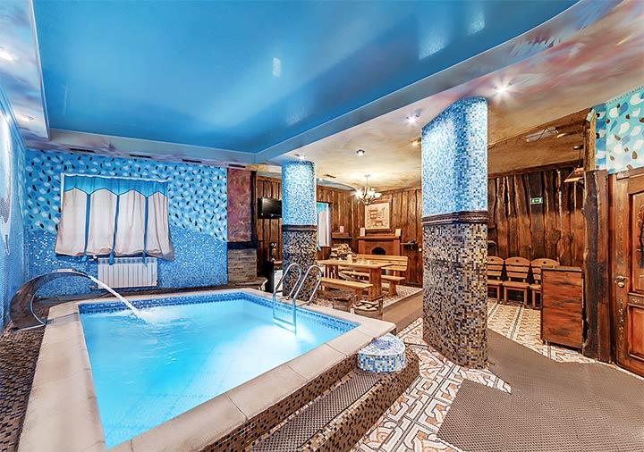 Интерьер бани с бассейном