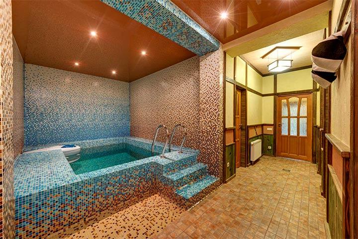 Отделка бассейна мелкой мозаикой