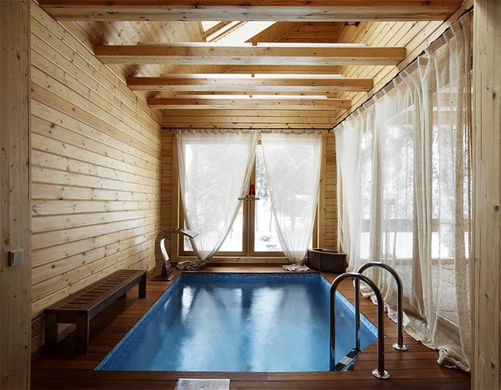 Отделка вагонкой комнаты с бассейном