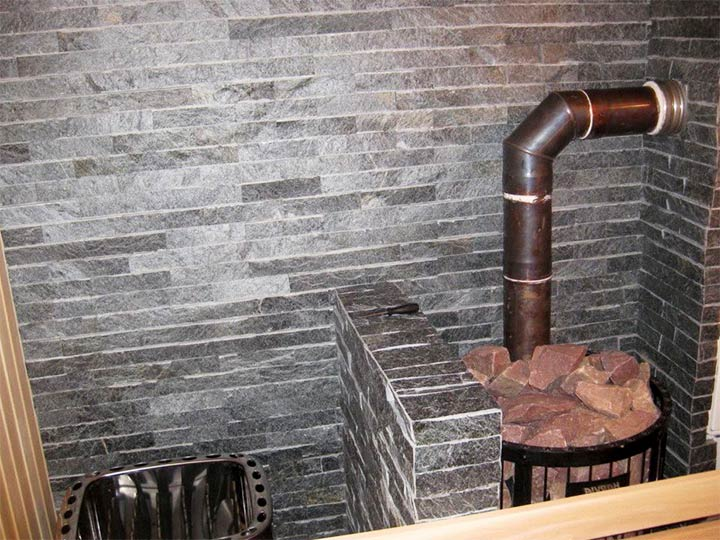 Защита стен возле печи с помощью кирпичного экрана