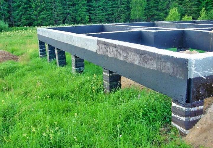 Лента на бетонном ростверке