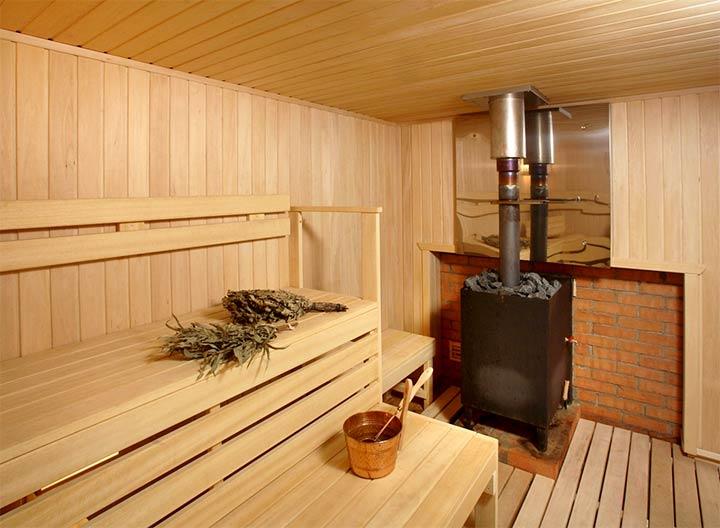 Печь-каменка в интерьере бани