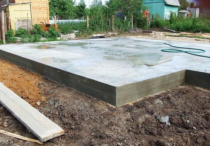 Монолитный фундамент для построек на даче