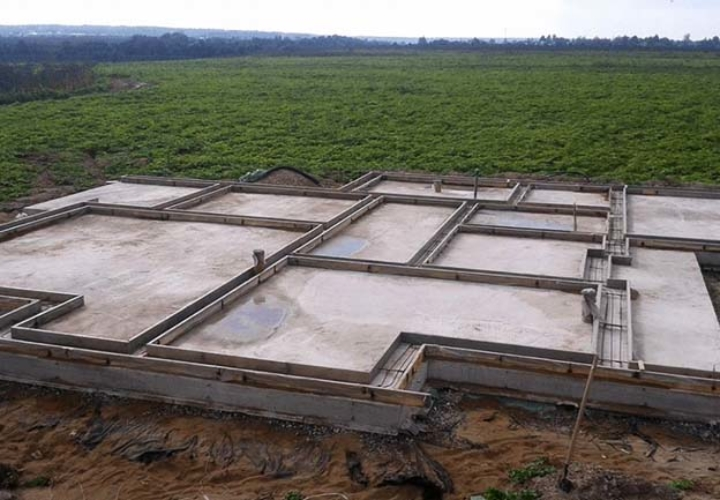 Плитный фундамент на участке