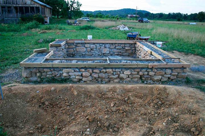 Фундамент из камня под баню