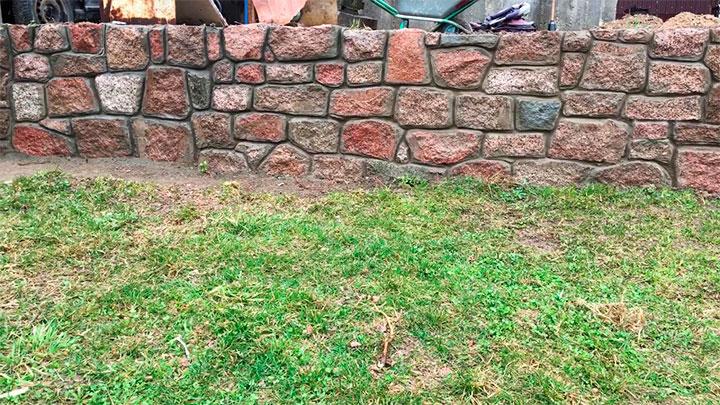 Кладка фундамента из природного камня