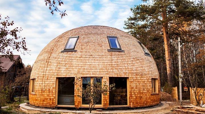 Дом округлой формы с купольной крышей